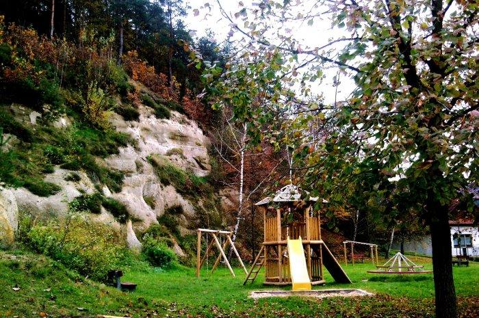 Fotograf: mária beňová, tagy: zábava, strom, príroda, skala